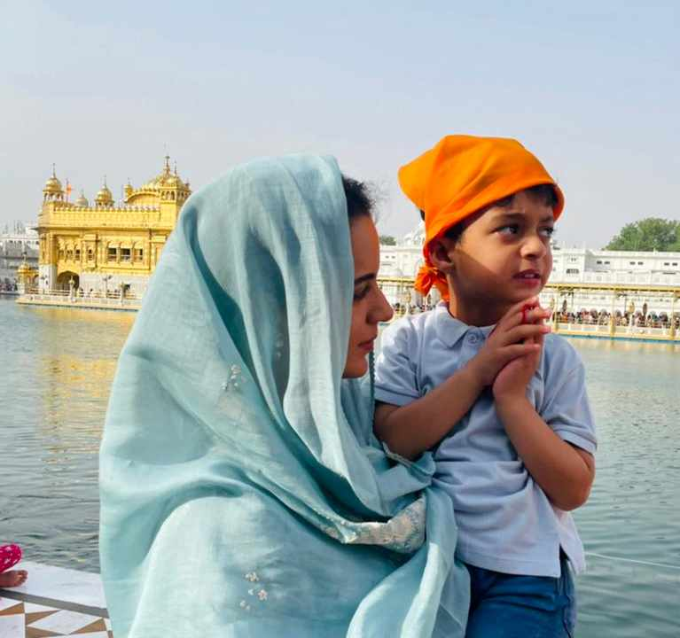 Kangana Ranaut visits Golden Temple in Amritsar for the first time with family